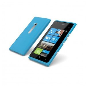 700-nokia-lumia-900-cyan-front-and-back