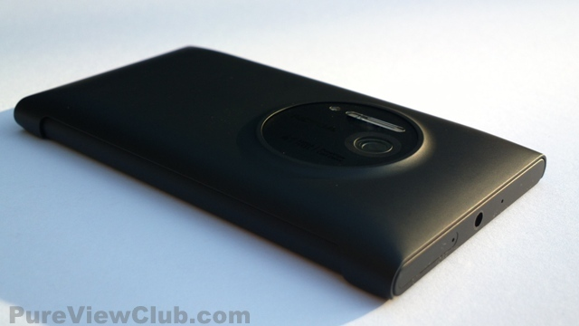 Nokia-808-Nokia-Lumia-1020-Black-and-cover-1