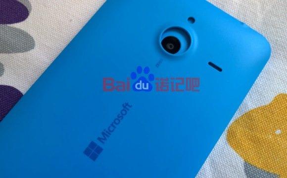 Lumia 1330 trasera