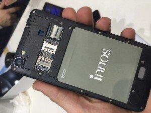 Innos presenta en el MWC el primer terminal con flash delantero y Windows Phone