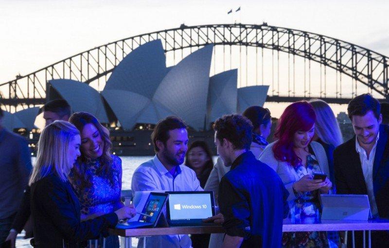 Windows-10-fan-celebration-in-Sydney1-1024x653