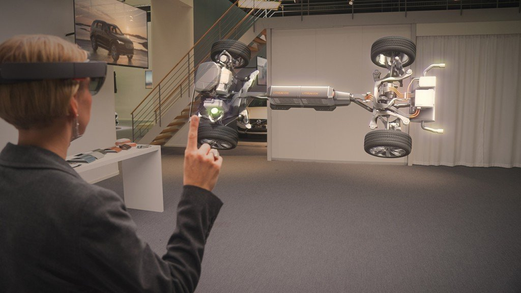 Volvo-Cars-Microsoft-HoloLens-experience_01-1024x576
