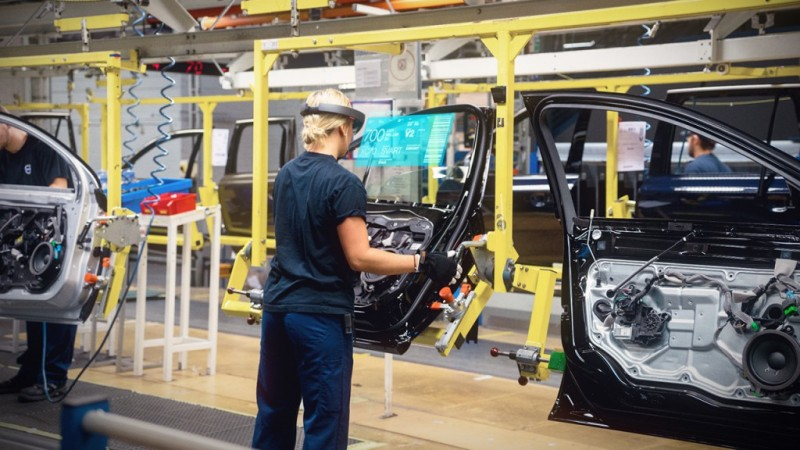 Volvo-Cars-Microsoft-HoloLens-experience_03-1024x576