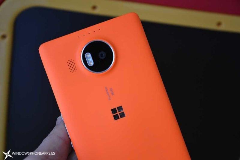 carcarsa naranja Microsoft lumia 950 XL