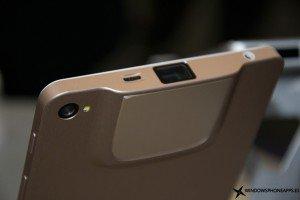 Una tablet y un phablet con proyector de Akyumen, las primeras sorpresas del MWC 2016