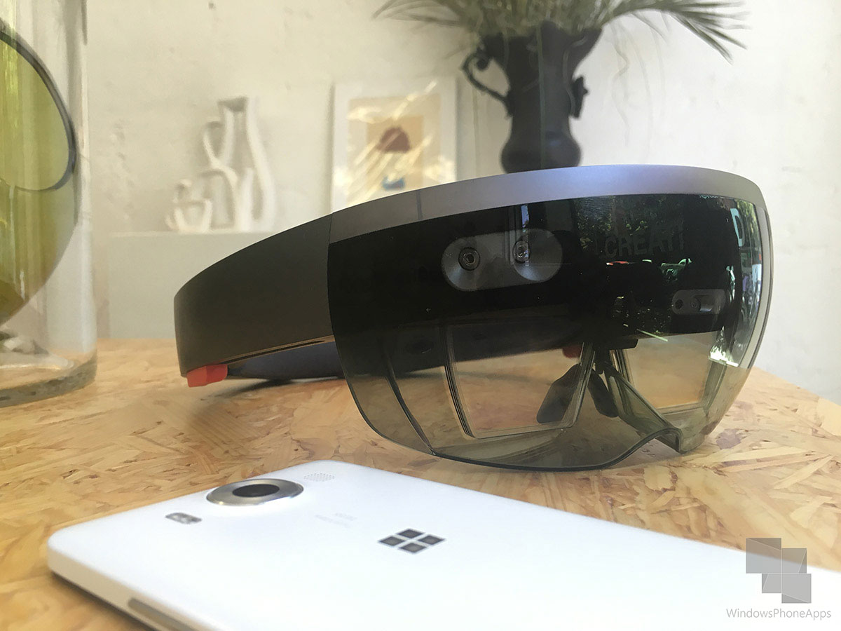 Microsoft-HoloLens-WPA-1