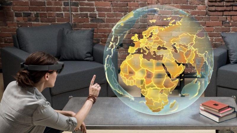 Las Hololens cumple su primer año en el mercado, y Microsoft lo celebra