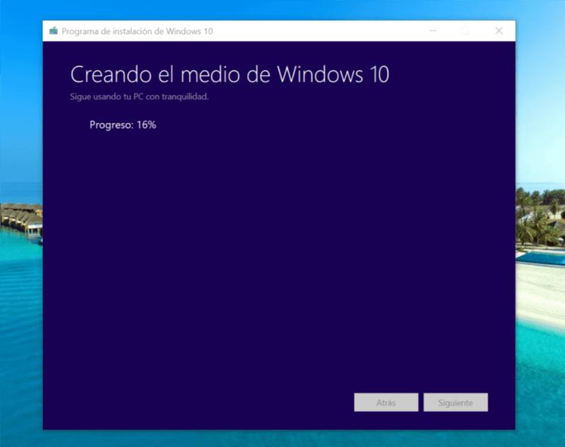 Te enseñamos cómo crear o descargar las imágenes ISO de la RTM de la April Update de Windows 10 [Actualizado]